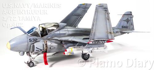 アメリカ海軍・A-6Eイントルーダー プラモデル完成品 1/72