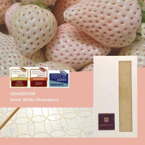 雪うさぎ(白いちご)チョコレート Glamorous Snow White Strawberry インターナショナルチョコレートアワード アジア-パシフィック大会2020 金賞、世界大会2020-21 銀賞 受賞作品