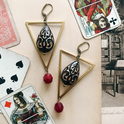 Triangle earrings [red]