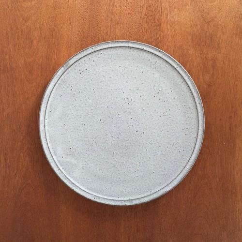 フラット皿・中(グレイッシュホワイト)