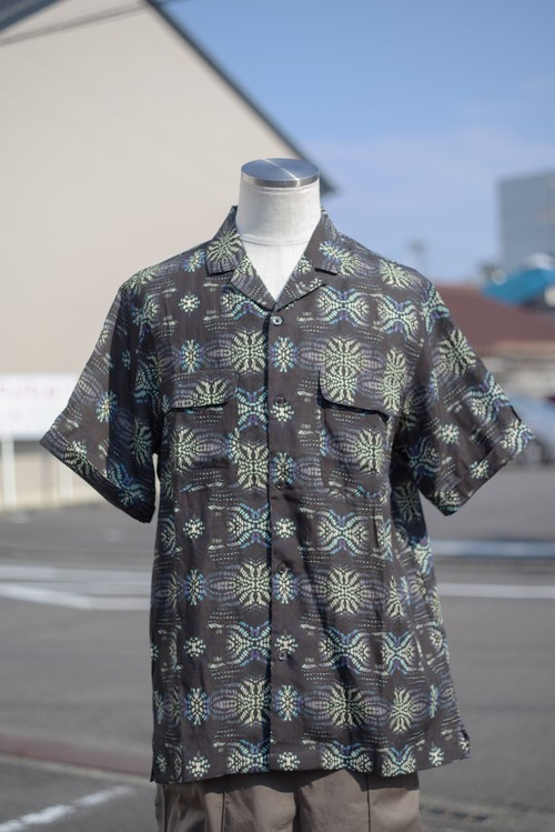 Men's / linen open collar SHIRT with oriental geometric pattern