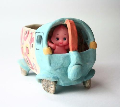 陶器/青いトラックキューピーの運転手付き/インテリア /小さな花の器/可愛い器/陶芸家が作る遊びの器