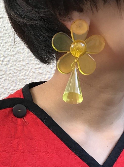 Vintage lucite yellow earrings ( ヴィンテージ  ルーサイト ピアス )