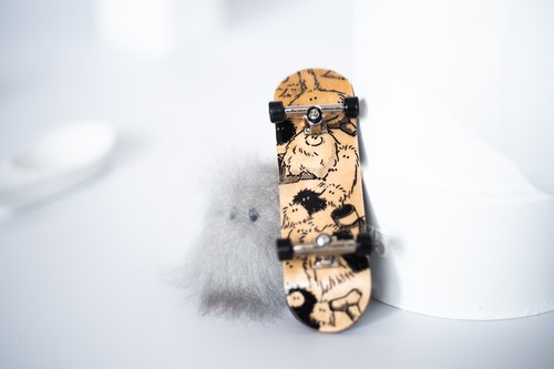 finger board and YETI(small juvenile) set