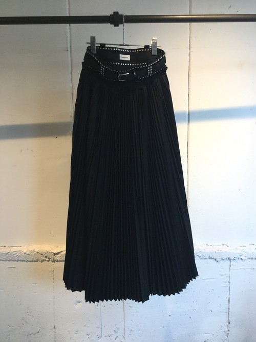 Chika Kisada   studs pleats skirt