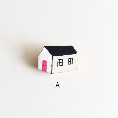 大塚砂織 ブローチ 黒い屋根の家