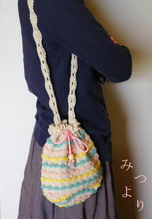 かぎ針編みの巾着ショルダーバッグ