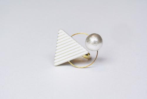 三角リング【WHITE】