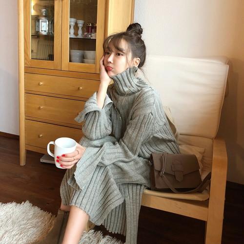 ロング丈でハイネック☆手が袖のスリットがら見えて可愛い☆ストンとした幅広ゴム編み厚地ニットワンピース