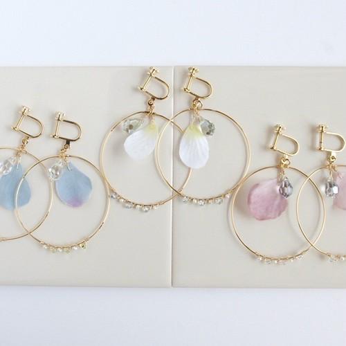 花びらのフープイヤリング [ white,rose pink,blue ]