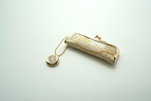 【ゴールド 桜 シルク帯  印鑑ケース】結婚祝い、誕生日のギフトに。がま口、帯リメイク