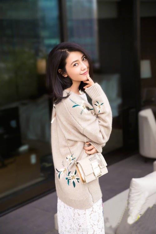 オフホワイト セーターニット アップリケ 韓国風 レディース エレガント 丸えり 大人気  スタイリッシュ セーター ゴージャス