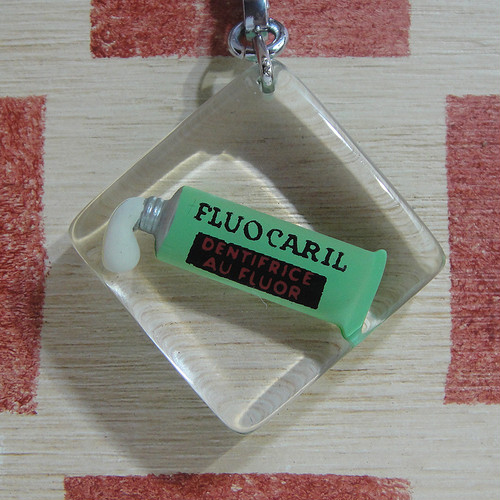 フランス FLUOCARIL[フリュオカリル]歯磨き粉広告ノベルティ ブルボンキーホルダー