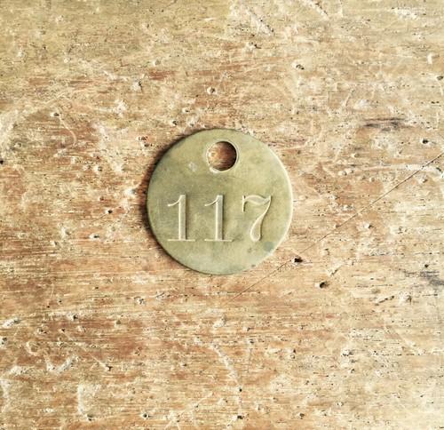 ヴィンテージの真鍮製ナンバープレート117