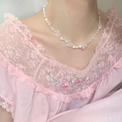 【送料無料】桜色 チョウモチーフネックレス