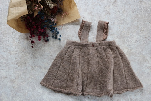 tocoto vintage(トコト ヴィンテージ)/ Knitted baby dress with lace on straps  ベビーニットドレス