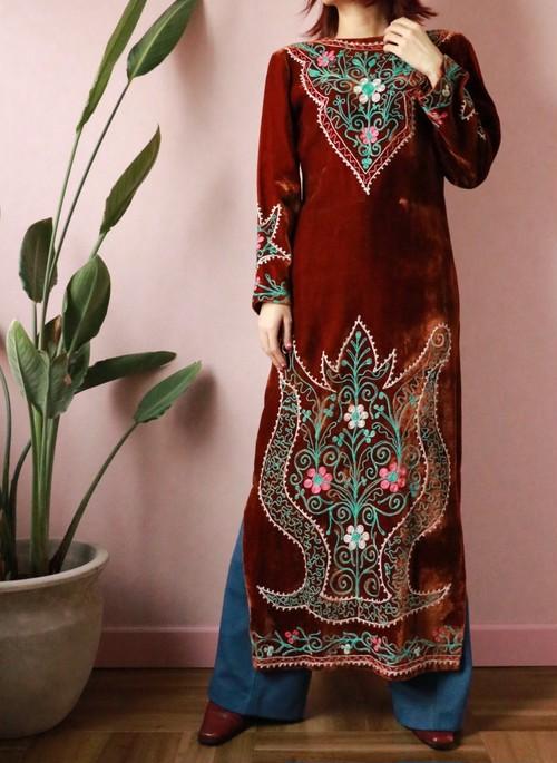 70's embroidery velour slit dress