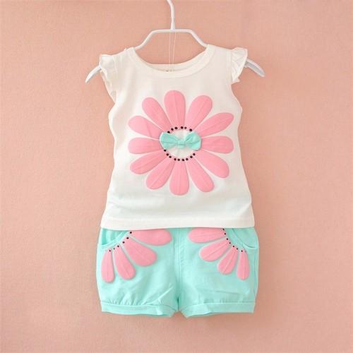 90サイズ ★お花柄が可愛いTシャツ&ショートパンツセット