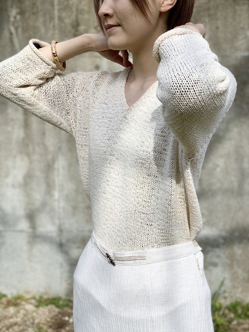 V-Neck Three Quarter Sleeve Knit Top