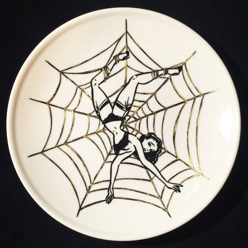 """Girl in spiderweb"" plate (予約商品)"