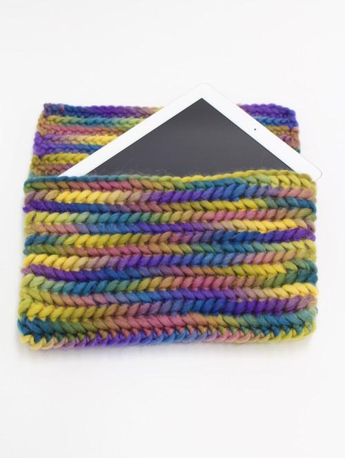 手編みのクラッチバッグ