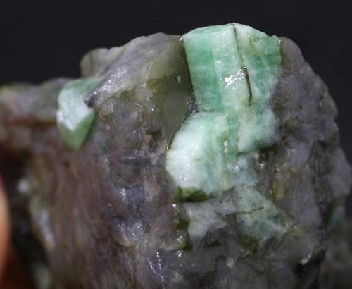 エメラルド 原石 標本 鉱物 45,4g ED032 ベリル 緑柱石