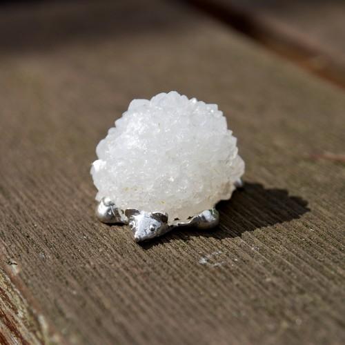 『はりねずみ』 ~シルバーと水晶の置物~