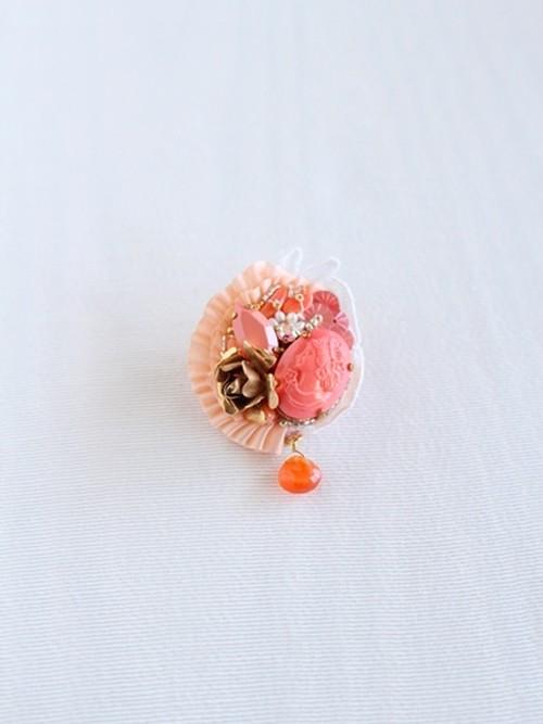 サンゴ色プリンセスブローチ