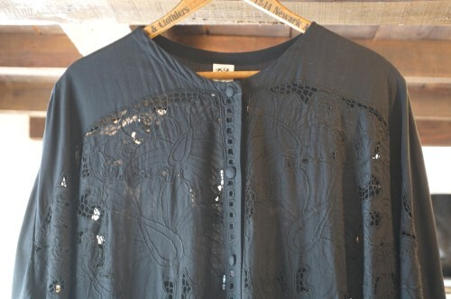 80's black cutwork embroidered rayon long Shirt