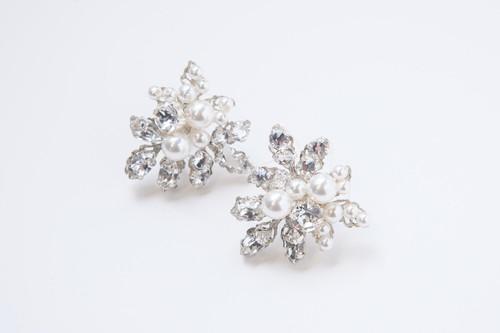 Corsage Pearl Earring / Elizabeth Bower