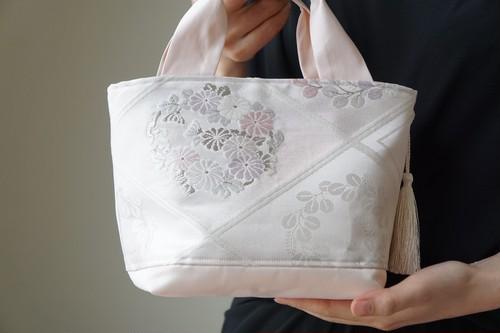 【シルバー・薄ピンク 小花模様 トート型バック】日常使い、結婚式、パーティー、お呼ばれの日に。(1FPT)