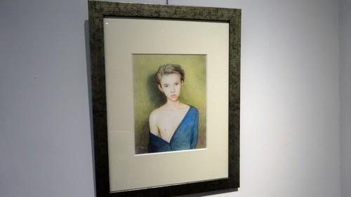 絵画「青いカーディガンの少年」(2015年)