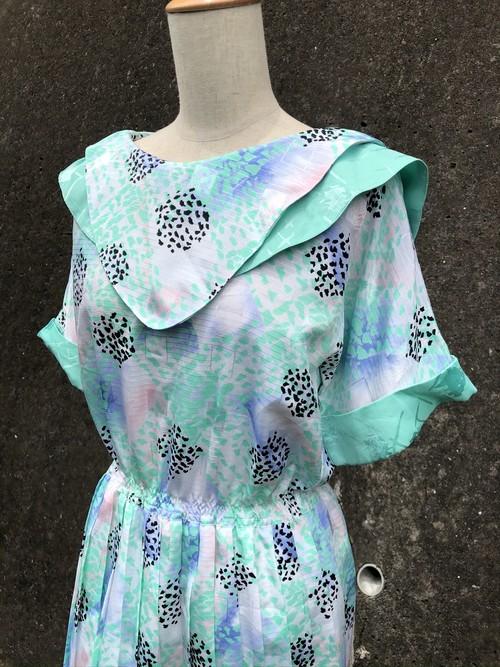 design collar pleated dress