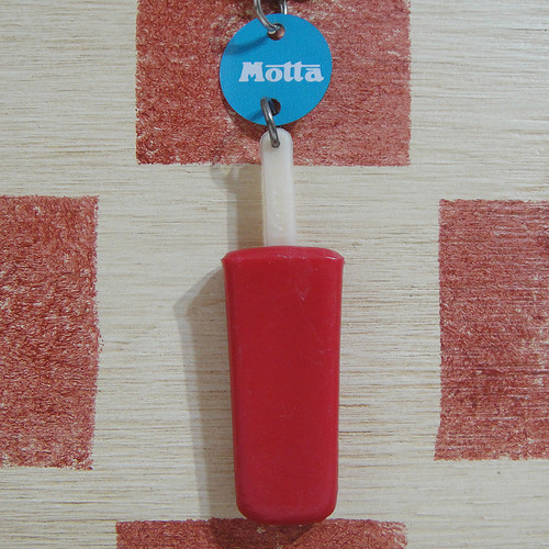 イタリア Motta[モッタ]アイスキャンディー型キーホルダー(赤紫色)