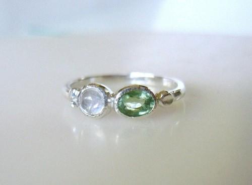 グリーントルマリンとムーンストーンの指輪