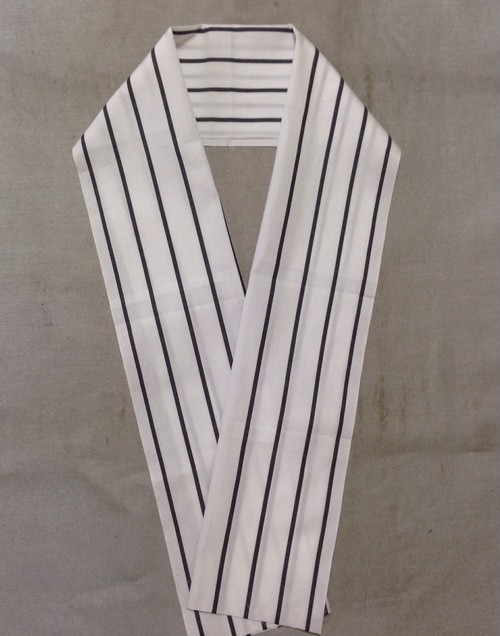 白地にストライプの半衿