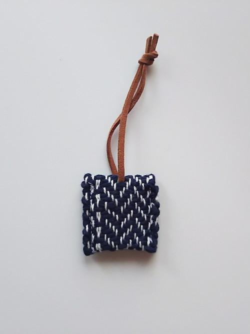 送料込み 手織り キーカバー キーケース ヘリンボーン織り 紺