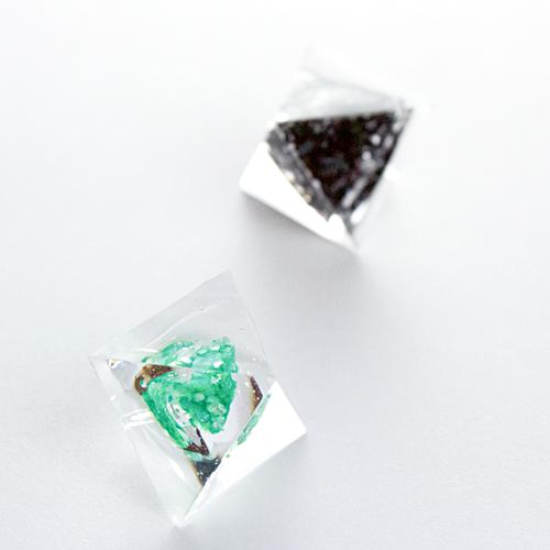 ピラミッドピアス(三角錐)