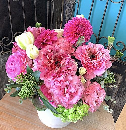A0518) 季節のお花のピンクアレンジメント
