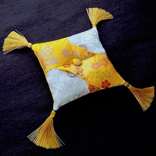 黄色の金襴を使った市松柄の和風リングピロー