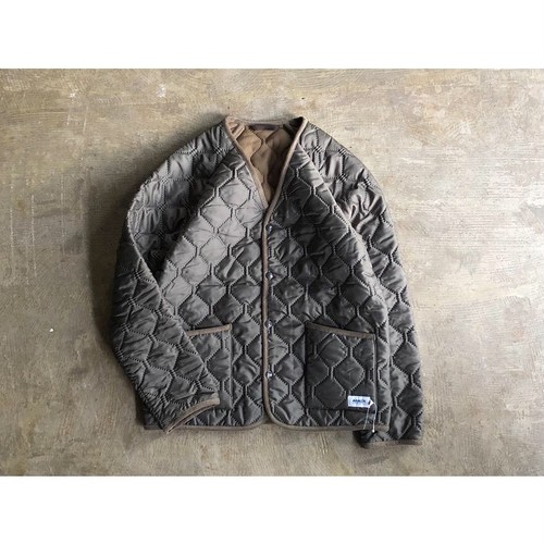 ARMEN (アーメン) PLAIN HEAT QUILT V-NECK JACKET