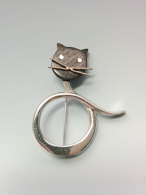 黒猫メタルブローチ(wood × シルバーメタル)