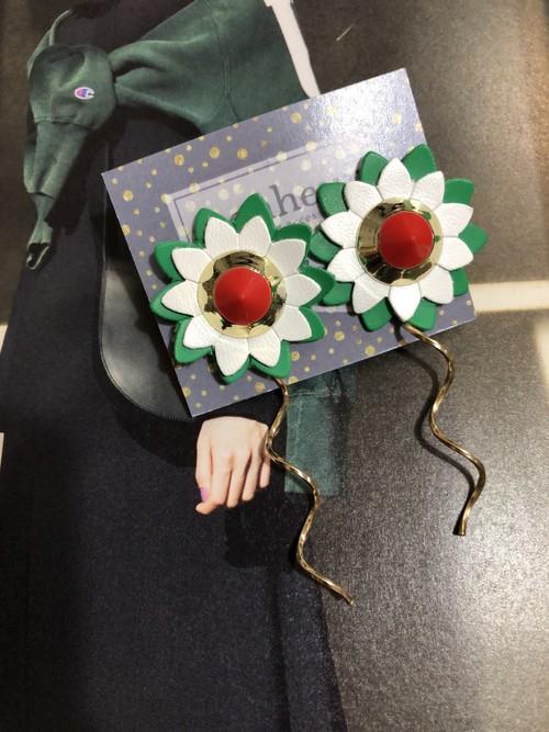 original Flower  Greenチタンピアス