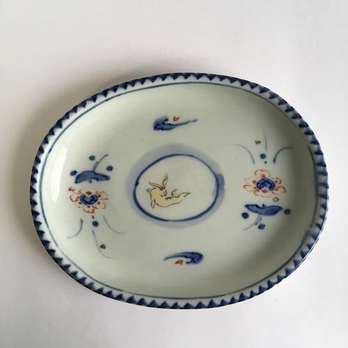 染錦花兎文楕円皿