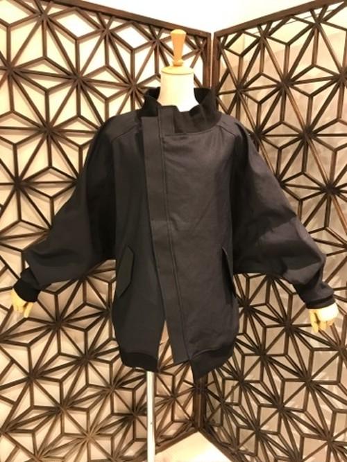 gouk 千鳥の刺繍が入ったドルマンスリーブのブルゾン GGD27-J032 BK/M
