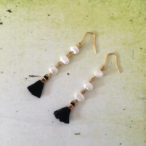 black mini tassel & pearl