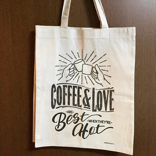 """COFFEE & LOVE ARE BEST WHEN THEY'RE HOT"" トートバッグ"