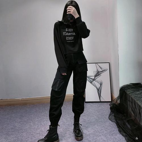 ゴスロリ系 セーター 長袖 ショート丈 英字ロゴ 病み可愛い v系 ストリート系 黒 原宿系 10代 20代