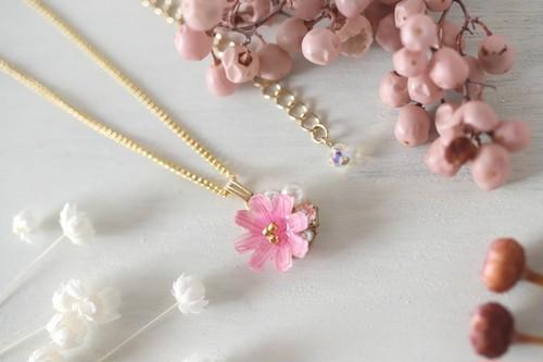 秋の花、コスモスとbijouのネックレス