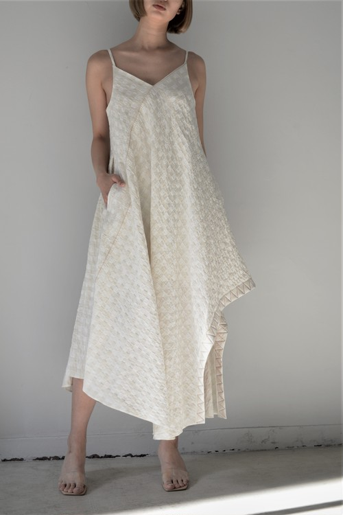 "YOHEI OHNO / floating hem dress with ""human-scale"" clip"